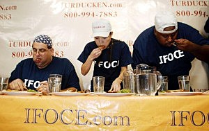 100 LB Woman Wins Thanksgiving Dinner Eating Contest