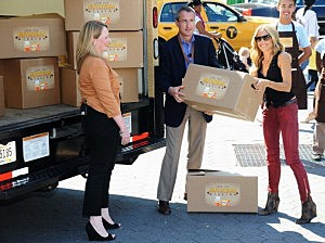 """Sheryl Crow Teams Up With One A Day Women's And Feeding America To Launch """"Nutrition Mission"""" To Help End Hunger"""