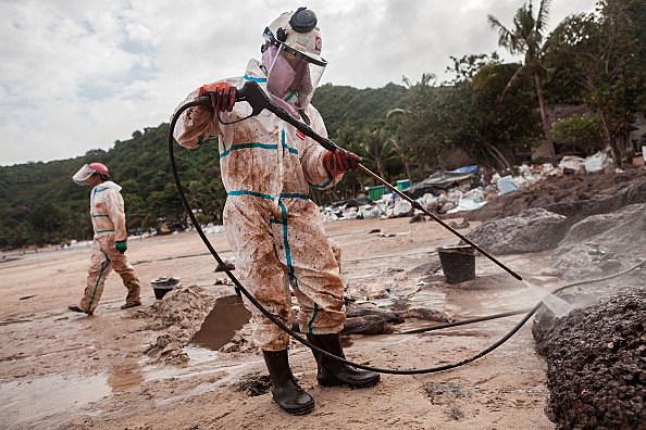 Thai Prime Minister Mr. Abhisit Vejjajiva Visits Koh Samet Oil Spill Site