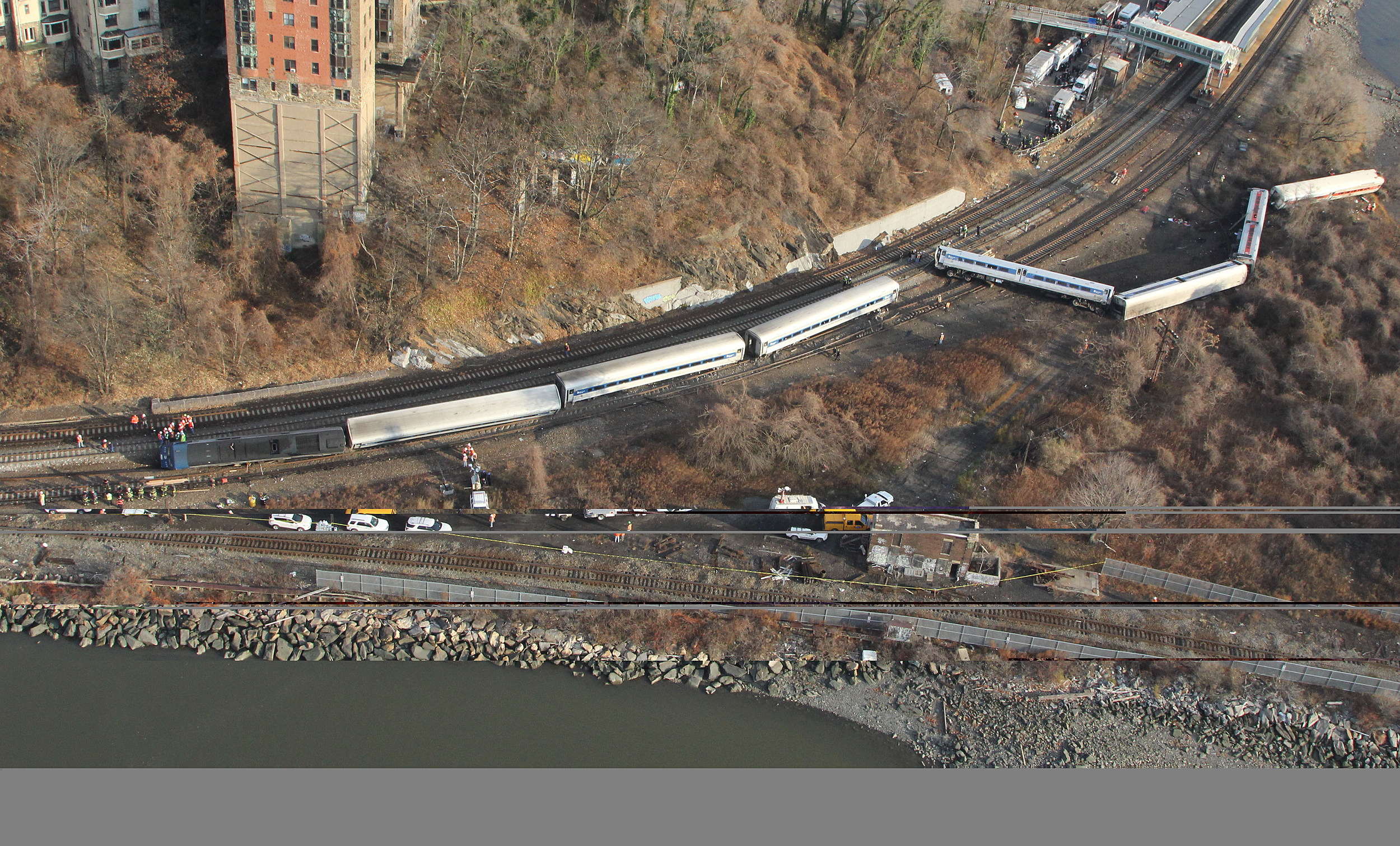 Metro-North Train Derails In Bronx