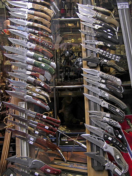 February 04, 2007. Toledo, Spain. Knives exposed in a shop window of a store centrally of Toledo.